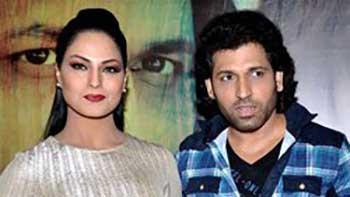 Veena Malik and Rajan Verma Promote their Movie 'Zindagi 50-50' in Kamathipura
