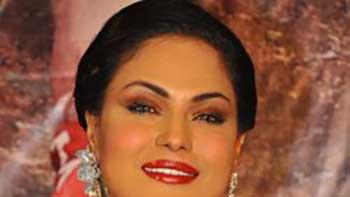 Veena Malik throws Bombastic performance at an event