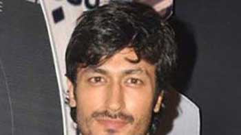 Vidyut Jamwal suggests Indian men not to support vulgarity