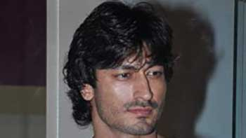 Vidyut Jamwal to perform more action stunts for Bullet Raja