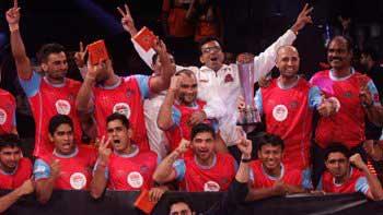 Abhishek Bachchan\'s Jaipur Pink Panthers team wins Pro-Kabaddi League title