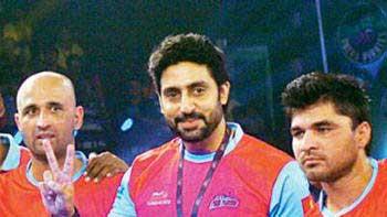 Abhishek Bachchan takes Jaipur Pink Panthers Kabaddi team for a movie