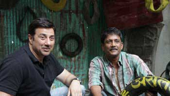 Adil Hussain repairs Sunny Deol's punctured tyre