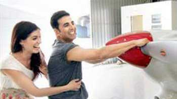 Akshay Kumar pulls a plane with his own hands