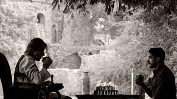 Amitabh Bachchan and Farhan Akhtar bonds over Chess and Chai