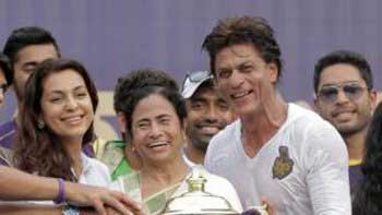 Bengal felicitates KKR, Shah Rukh Khan and Juhi Chawla at Eden Gardens