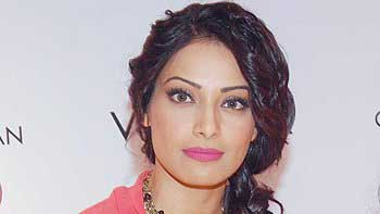 Bipasha Basu to essay conjoined twins in 'Alone'