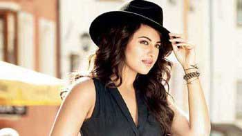 Check out: Sonakshi Sinha's glam look in 'Action Jackson'