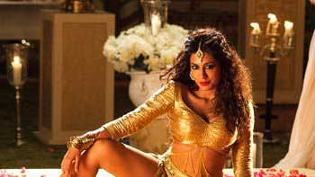 Chitrangada Singh moves and grooves to the tunes of 'Aao Raja' in 'Gabbar Is Back'