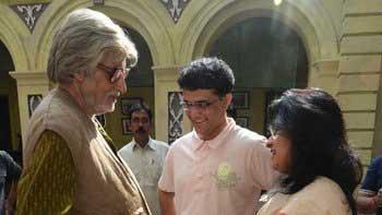 Cricketer Sourav Ganguly visits Amitabh Bachchan on the sets of \'Piku\'