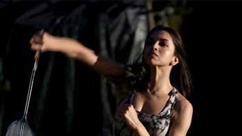 Deepika Padukone gets spotted playing badminton on the sets of 'Piku'