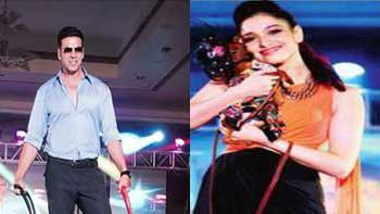 \'Entertainment\' stars walk on the ramp with dogs