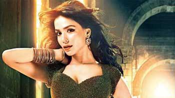 First Look of Humaima Malick from 'Raja Natwarlal' Unveiled!