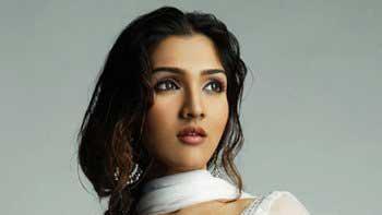 Govinda's daughter Narmada to debut in Bollywood