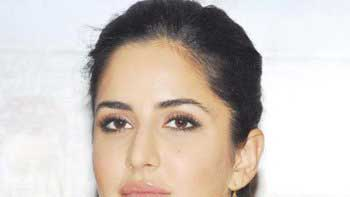Katrina Kaif Gets Distracted By Fans