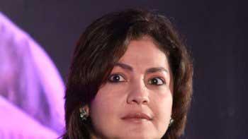 Pooja Bhatt has finally found her \'Cabaret\' girl