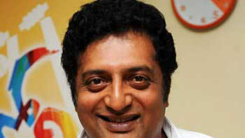 Prakash Raj escapes the deadly accident!