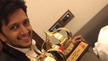 Riteish Deshmukh dedicates \'Lai Bhaari\' awards to his late father and new born son
