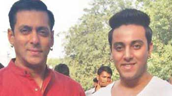 Salman Khan meets his look-alike on the sets of 'Bajrangi Bhaijaan'