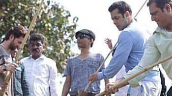 Salman Khan takes up Swachh Bharat Campaign