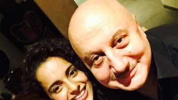 Selfie Time For The National Award Winners: Kangana-Priyanka!