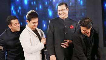Shah Rukh Khan and Aamir Khan join Salman Khan in his \'Towel Dance\'!