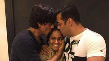 Shah Rukh Khan and Salman Khan shower their sheer blessings on Arpita Khan on her Sangeet ceremony