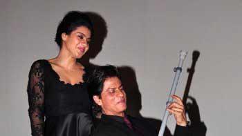 Shah Rukh Khan lives his 'Dilwale Dulhaniya Le Jayenge' days, once again!