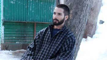 Shahid Kapoor steals the show in \'Haider\' trailer!