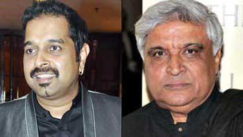 Shankar Mahadevan surprises Javed Akhtar by Gifting a Piano on his 70th Birthday Bash