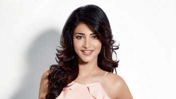 Shruti Haasan Starts 2015 With A Bang!!
