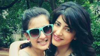 Shruti Haasan voices a song for sister Akshara Haasan