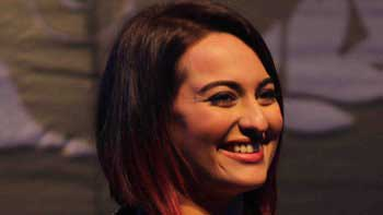 Sonakshi Sinha colours her head red!