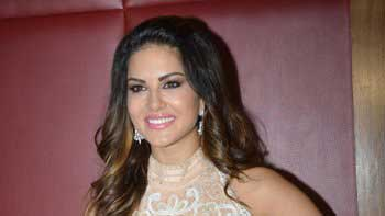 Sunny Leone Was Part Of A Comedy Group In The US!!