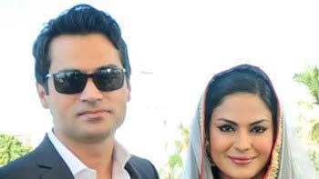 Veena Malik gives birth to a baby boy!