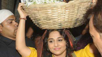 Vidya Balan pays visit to Mahim Dargah in 'Bobby Jasoos' look