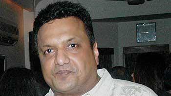 'Welcome Back' affects the filming of Sanjay Gupta's 'Jazbaa' and 'Mumbai Salsa'