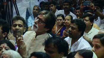 Amitabh Bachchan, Aishwarya Rai Bachchan perform maha aarti at Lalbaugcha Raja