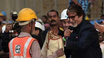 Amitabh Bachchan donates his 'Silsila' jacket to needy to combat winter