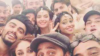 Arjun Kapoor Posts A Selfie With Team 'Ki & Ka' After A Song Wrap
