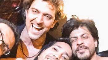 Check out Hrithik Roshan, Shah Rukh Khan, Ranveer Singh posing together on Hrithik's birthday bash!
