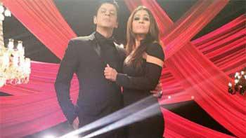 Check out Shah Rukh Khan and Kajol's smoking hot look!