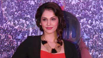 Isha Koppikar to star in 'Assee Nabbe Poore Sau'