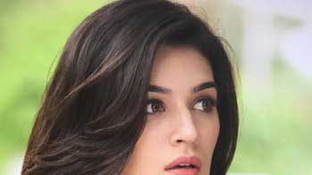 Kriti Sanon annoyed at a passenger for watching pirated version of 'Dilwale'