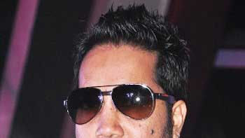 Mika Singh to perform in Harbhajan Singh, Geeta Basra's wedding