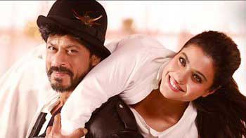 On The 20th Anniversary Of 'DDLJ' SRK & Kajol Recreate The Iconic Pose On 'Dilwale Sets'