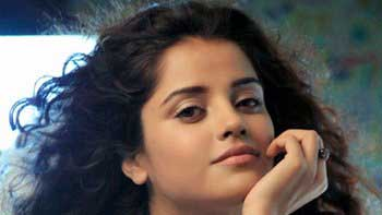 Piaa Bajpai to debut in Bollywood with 'Yeh Laal Rang'