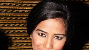 Poonam Pandey re-starts shooting for 'Helen'
