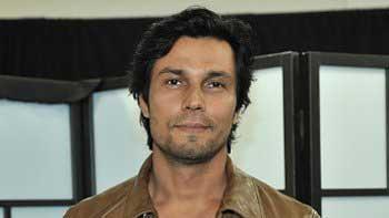 Randeep gets a surprise hamper appreciating his work from Team 'Sarbjit'