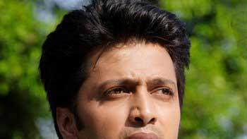 Riteish Deshmukh dons the hat of item boy for 'Mastizaade'